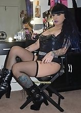 Kelly the vanity vamper loves cum and she will suck and fuck your dick dry